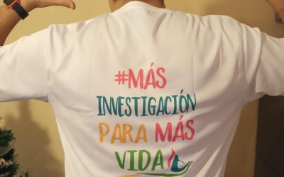 Nuestras camisetas de «MÁS INVESTIGACIÓN PARA MÁS VIDA» visibilizan nuestro lema alrededor del mundo